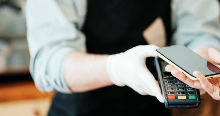 Contra-ataque a golpe com Pix inclui 2º celular, botão do pânico e 'amigo autenticador'; veja lista
